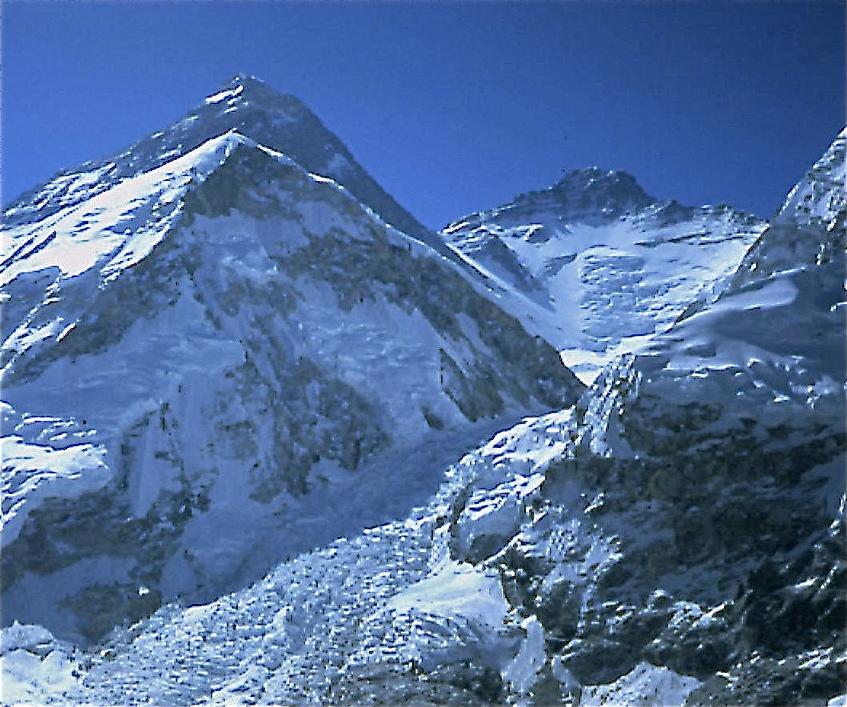 La Spalla dell'Everest, l'Everest e il Lhotse.