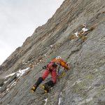 Con i ramponi sulle placche ghiacciate (foto F. Manoni).