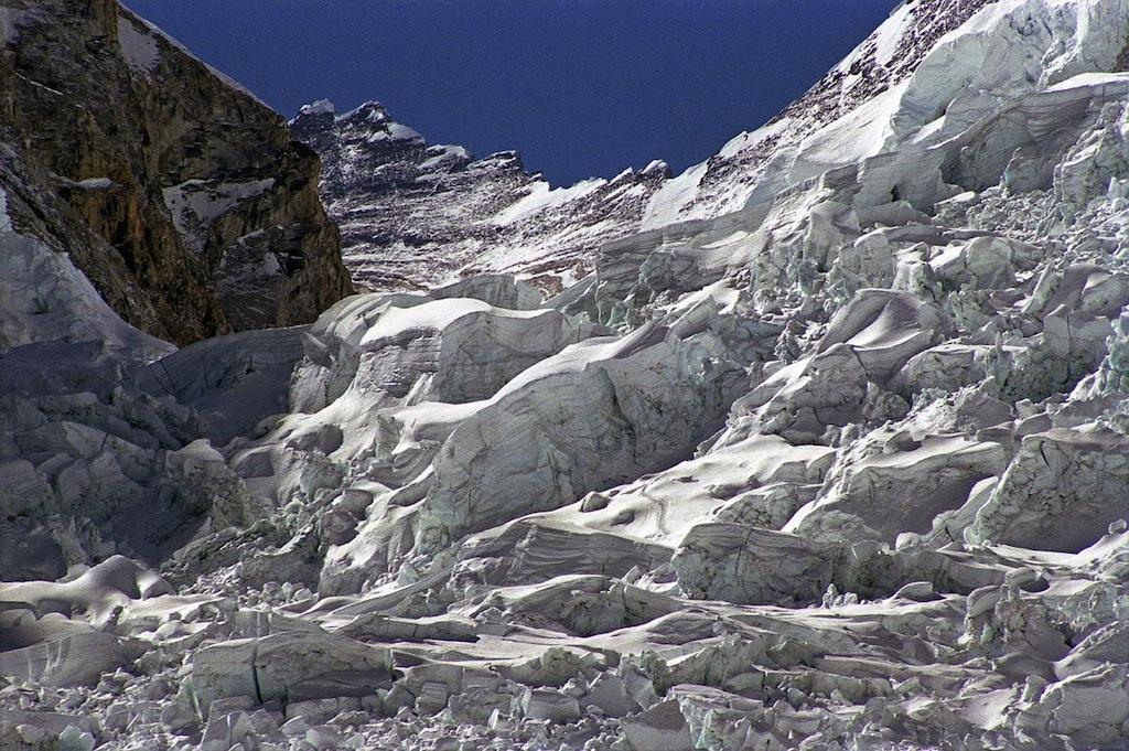 Everest, si ricomincia