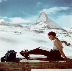robert-capa-ski-photographs-exhibition.sw_.6.robert-capa-show-icp-ss02-450x448