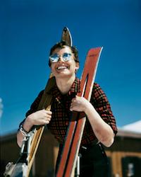 robert-capa-ski-photographs-exhibition.sw_.8.robert-capa-show-icp-ss04-450x562