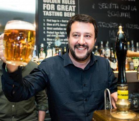 Salvini al bar dello sport